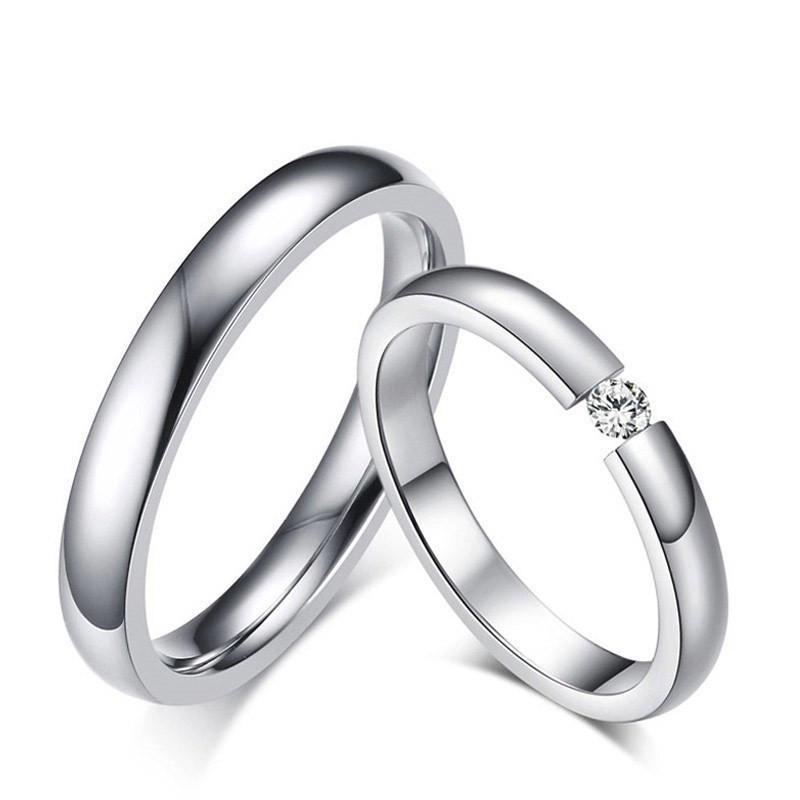Couleur argent Anneaux de mariage en acier inoxydable pour les femmes hommes Bands CZ Stone Ring Engagement