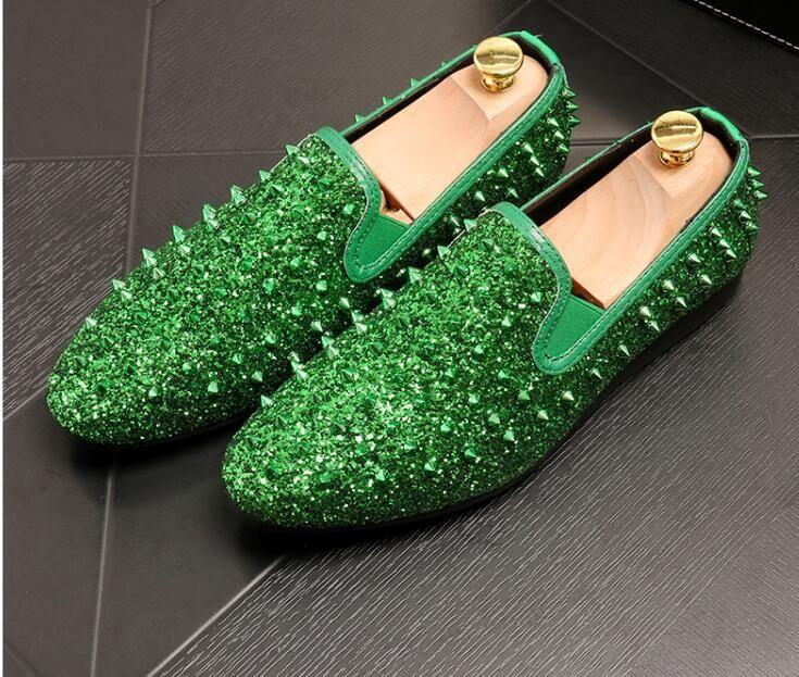 Remaches de lujo para hombres zapatos casuales zapatos casuales de oro / plata para hombres puntas planas sin cordones mocasines Zapatos de diseñador para hombres
