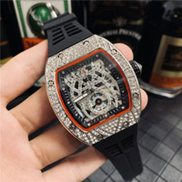 Atacado Mens Moda Relógio de luxo Design clássico de diamante moldura para fora congelado Designer relógios de quartzo movimento desportivo de pulso
