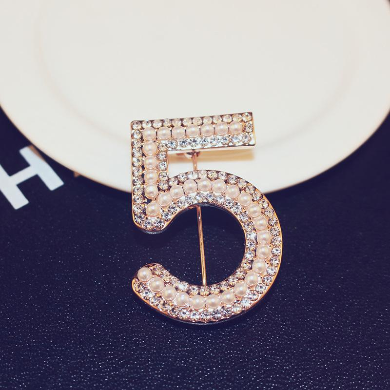 The new fashion luxury rose gold brooch diamond number 5 brooch trend wild temperament female brooch jewelry