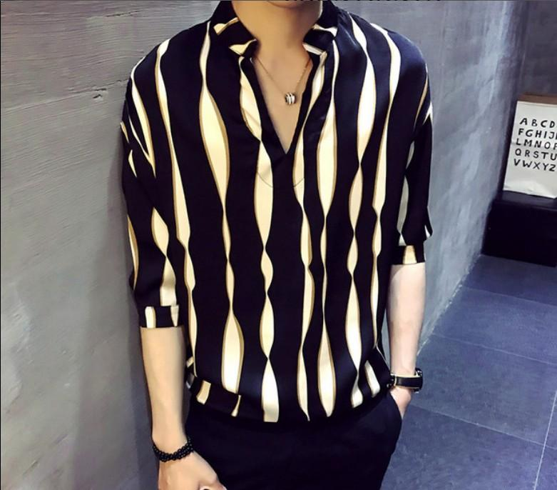 New Summer Stripes Loose Half Men manches de chemise Version coréenne V - Cuff cou Handsome Moyen T-shirts manches hommes