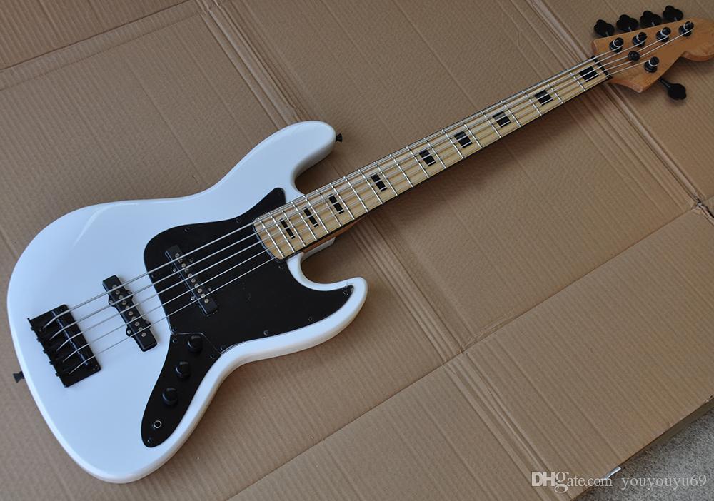 Guitarra baixo elétrica branca de 5 cordas com proteção preta, braço de bordo, embutimento de incrustações preto, cabo preto, serviço personalizado