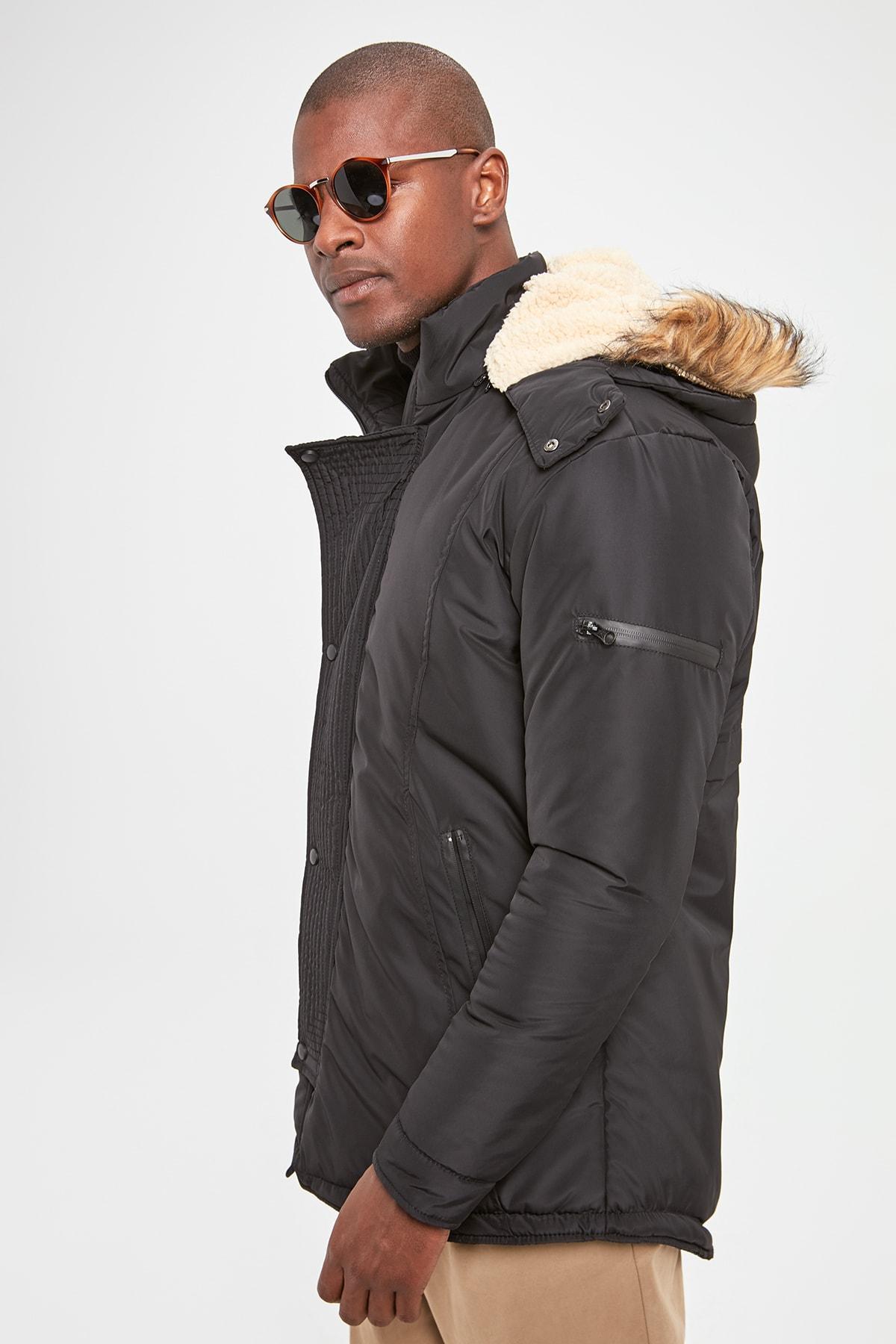 Trendyol masculino con capucha con cremallera frontal Bolsillos TMNAW20KB0176 Escudo