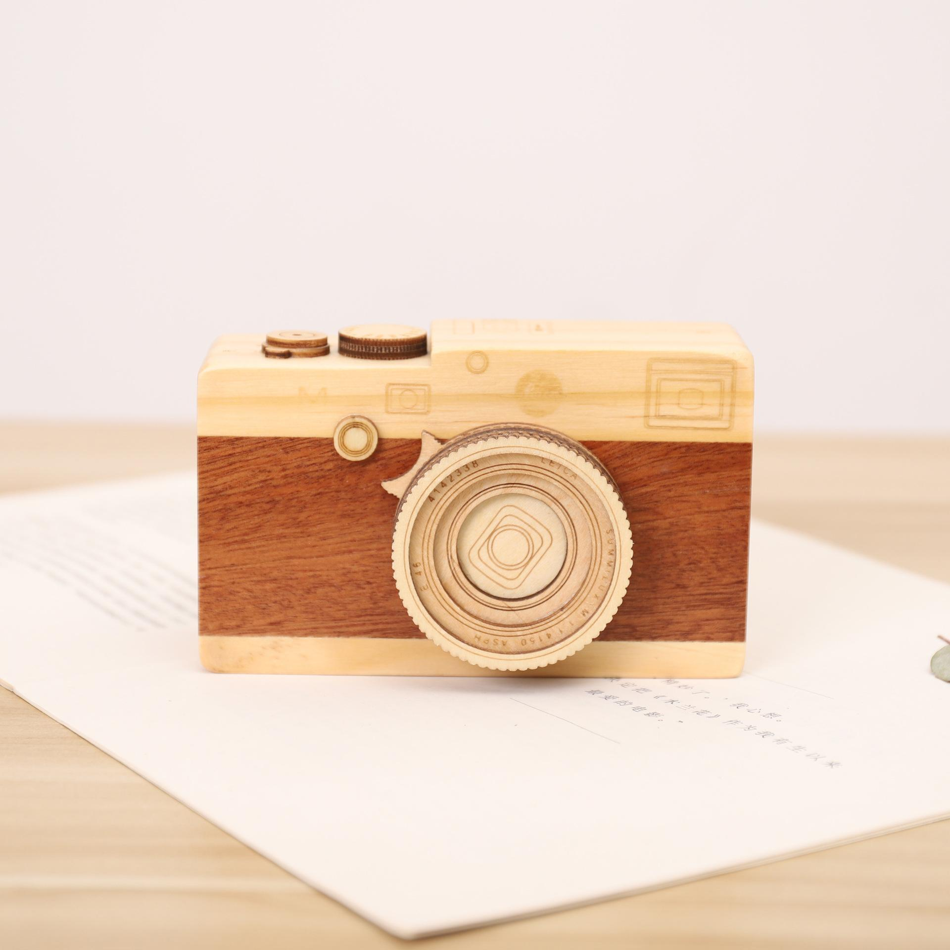 I modelli macchina fotografica in legno Music Box Retro creativo Camera Music Box regalo di compleanno Music Box