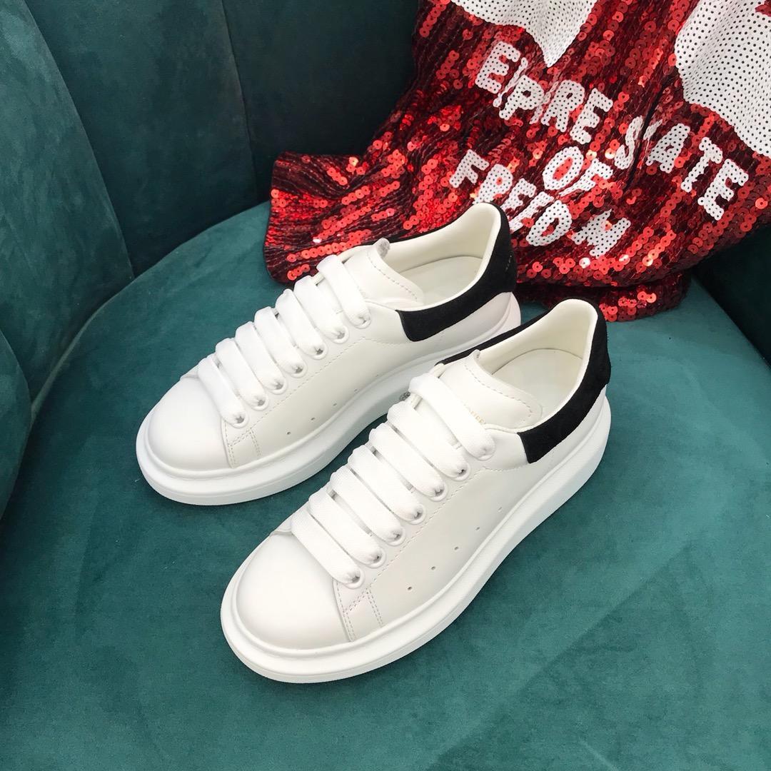 2019 MQ veludo preto dos homens das mulheres sapatos de grife bonito Platform sapatilhas ocasionais desenhador Sneake de couro Cores sólidas sapatos casuais