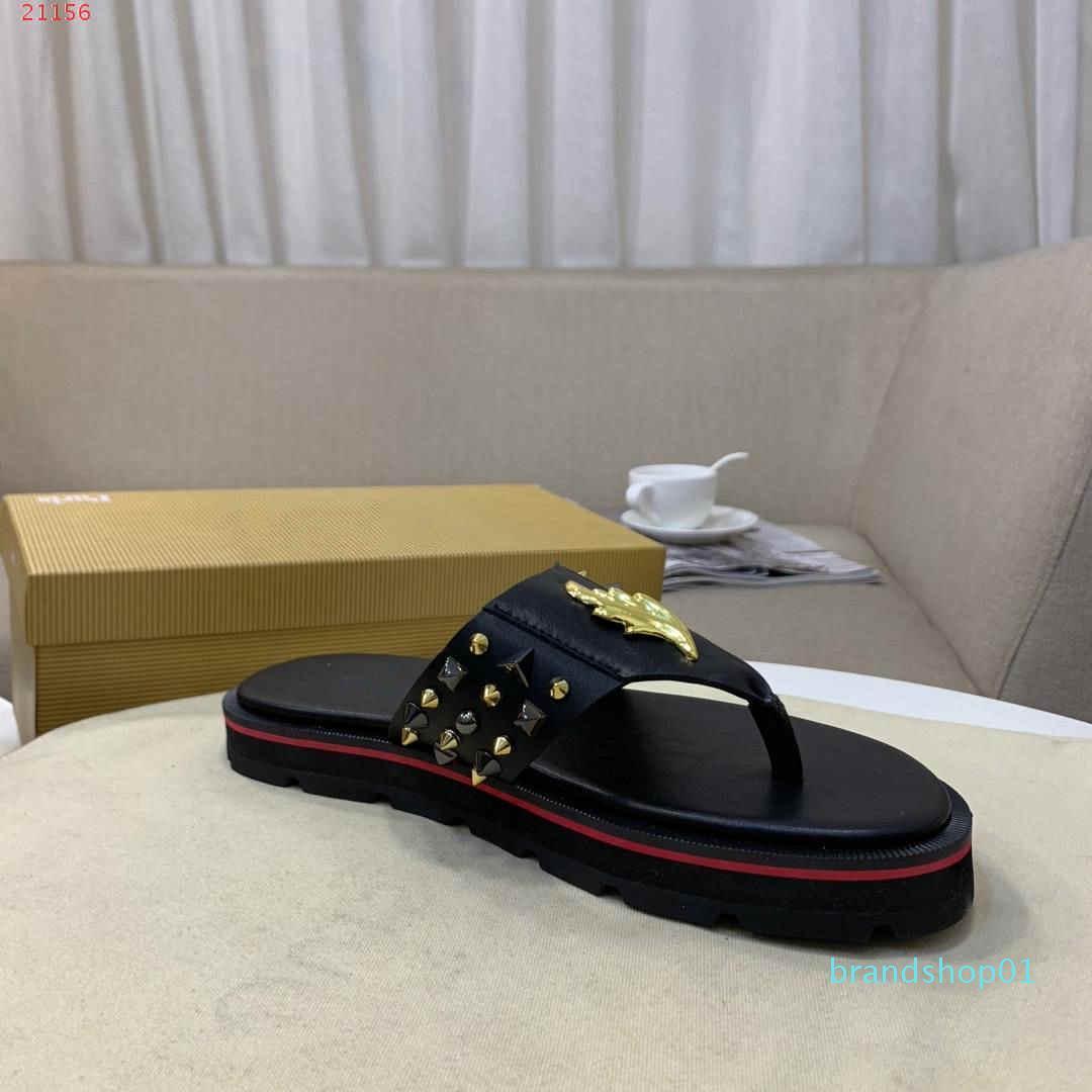2019 moda nuovi marchi internazionali pantofole di tendenza degli uomini Rivetti neri con supporto impermeabile gli ultimi disegni di noti progettisti