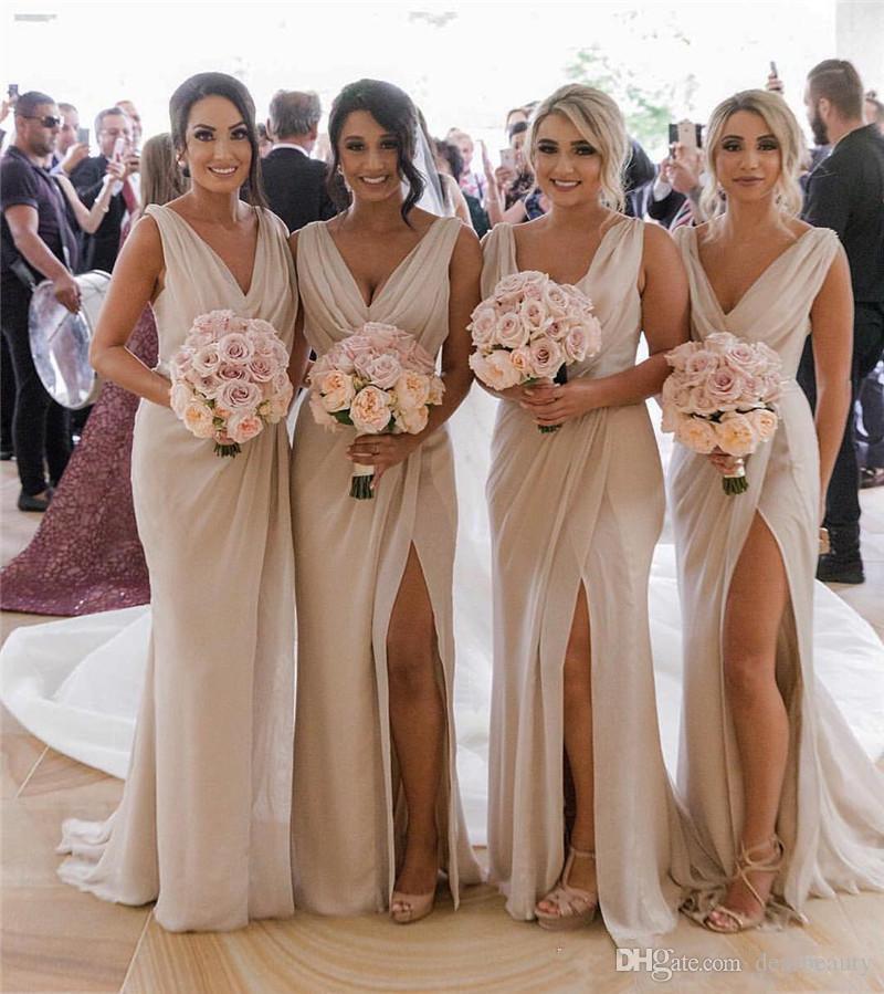 Sexy Плюс Размер Дешевые Страна Bridesmaids платья 2019 Русалка V шеи Высокий Сплит Дешевые Пляж Свадебные платья для гостей горничной отличием