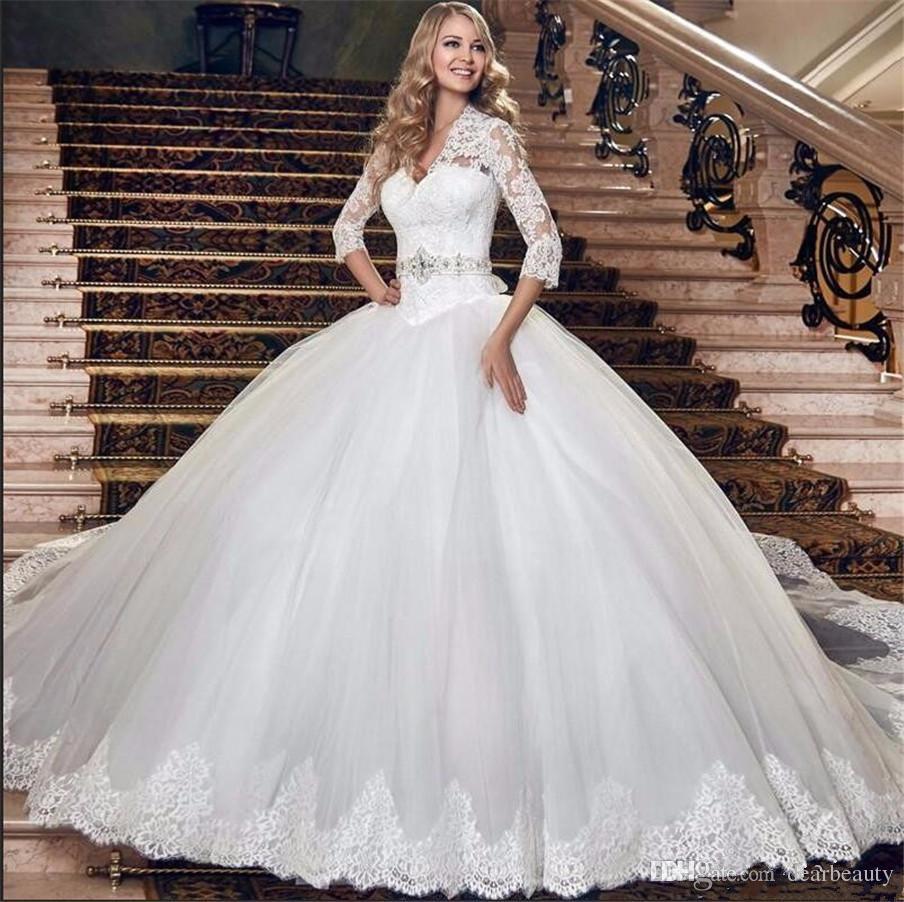 화려한 볼 가운 공주 3/4 슬리브는 허리의 잘룩 한 웨딩 드레스 구슬 장식 띠 새해 레이스 신부 드레스 플러스 사이즈를 떨어 뜨