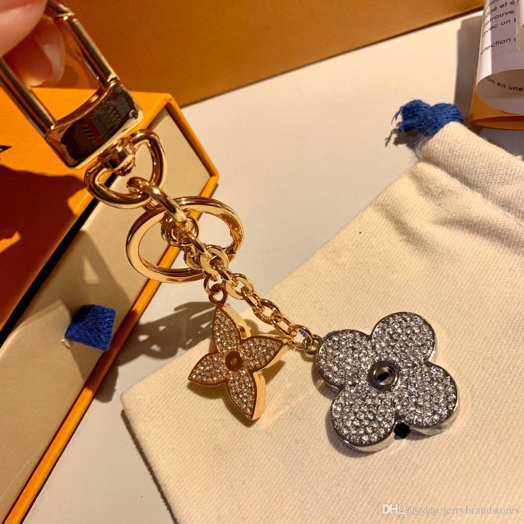 Anillo superior del diseñador del monograma de los anillos dominantes de lujo Logos Blooming flor Strass llavero M64265 de la aleación del círculo de la llave del coche del encanto del bolso Llavero de cristal
