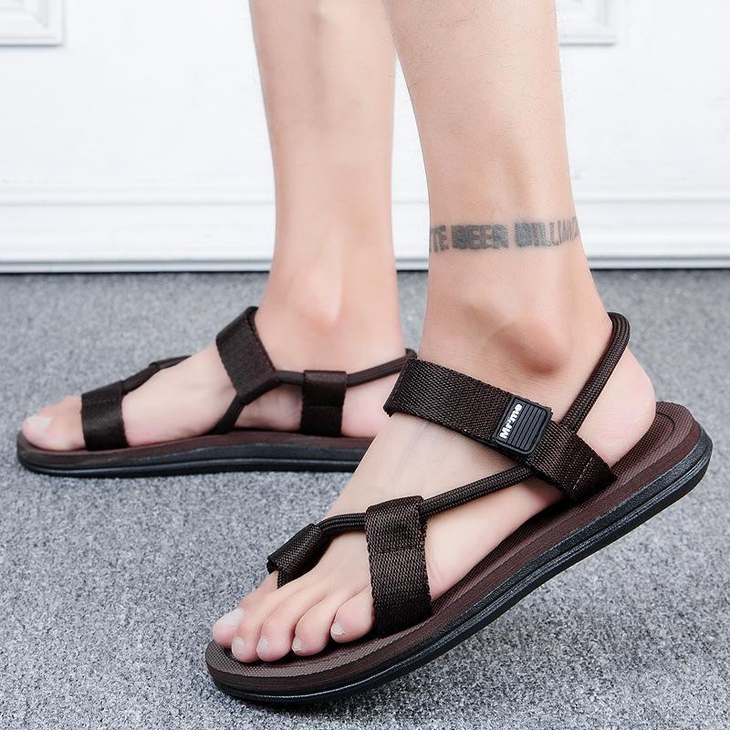 estate 2020 nuovo viaggio quotidiano modo di tendenza coreana sandali leggeri traspirante paio di sandali piedi uomini