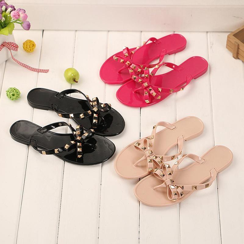 2019 mode frauen sandalen flache gelee schuhe bogen flip flops stud strand schuhe sommer nieten hausschuhe tanga sandalen