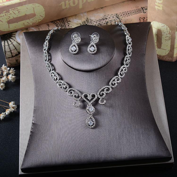 Cena Gioielleria 2020 New coreano sposa abito pieno orecchini di diamanti zircone collana set nuova coppia accessori abito da sposa sera