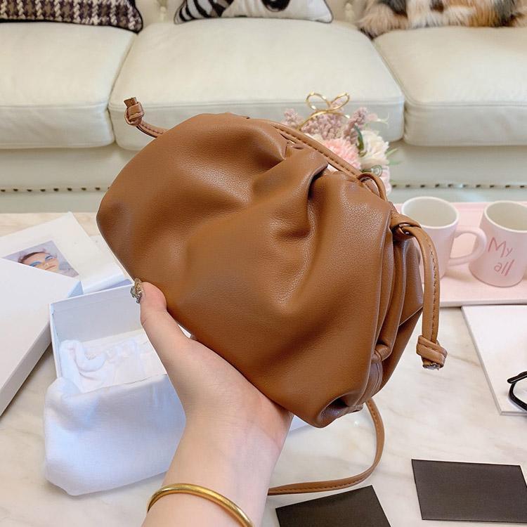 concepteur de sac à main Sac vache Nuage Véritable cuir Dumplings d'embrayage dames Sac à bandoulière crossbody de haute qualité