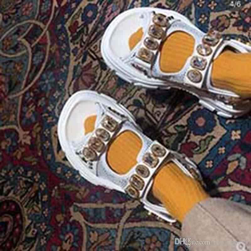 Rebitadas Sports sandálias dos homens de diamante e sandálias de lazer de moda feminina couro chinelos ao ar livre praia Platform Shoes KN3
