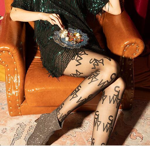 섹시한 양말 가을과 겨울 새로운 인기 로고 브랜드 영어 편지 핫 스타일 레깅스 슈퍼 얇은 임의 컷 팬티 스타킹 Stockings2