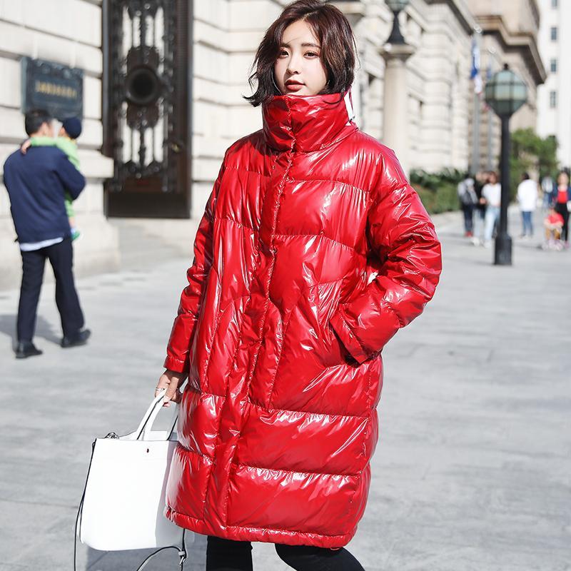 겨울 두꺼운 90 % 화이트 오리 자켓 여성의 편지 인쇄 긴 다운 파카 2018 패션 특허 가죽 광택 여성 코트
