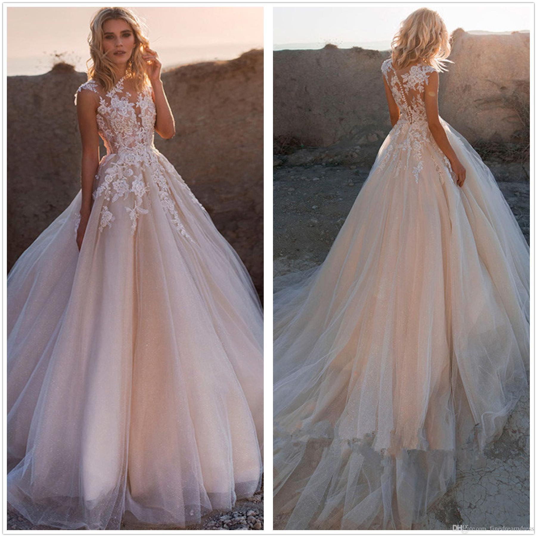Champagne elegantes vestidos de casamento Lace A linha pura Cap mangas Tulle Lace Top Boho Praia Trem da varredura de casamento vestidos de noiva com botões