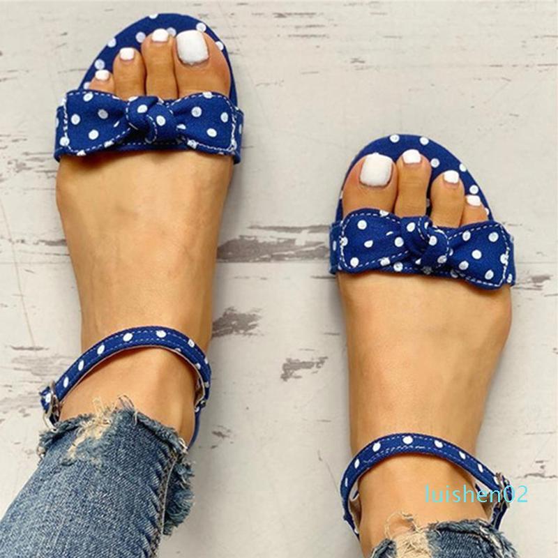 Mulheres Sandálias Verão 2020 Sapatos Femininos Casual planas Arcos de bolinhas Senhoras das mulheres da bracelete Mulher Sandals Calçado Big Size L02