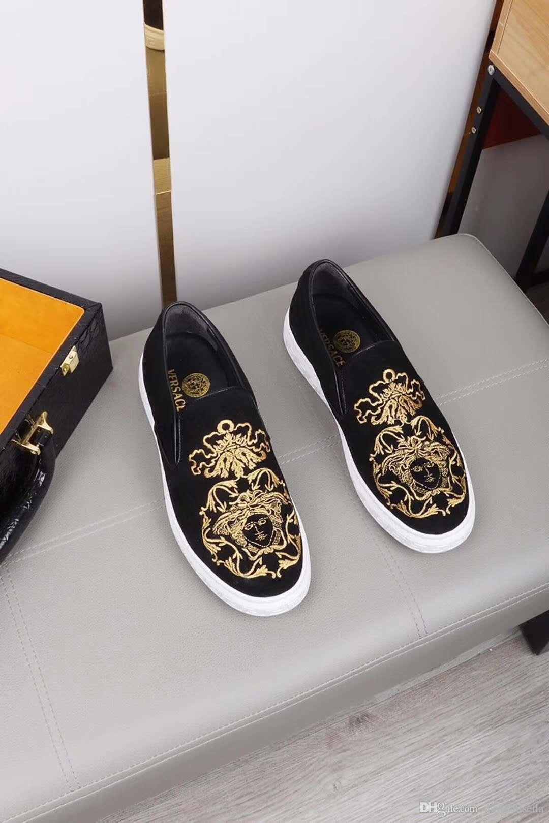 2020 europäische Station Gezeiten beiläufige Schuhe der Männer koreanische Version des Pedals faul Jugend Stickerei Herrenschuhe wilden Gezeiten 38-44HY26