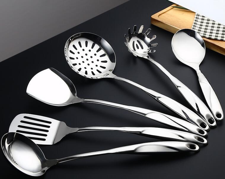 Acciaio inossidabile Utensili da cucina con rotazione dell'organizzatore del supporto Include Cucchiaio scanalato, scanalato Spatola, Grande Cucchiaio, Mestolo, Spatola