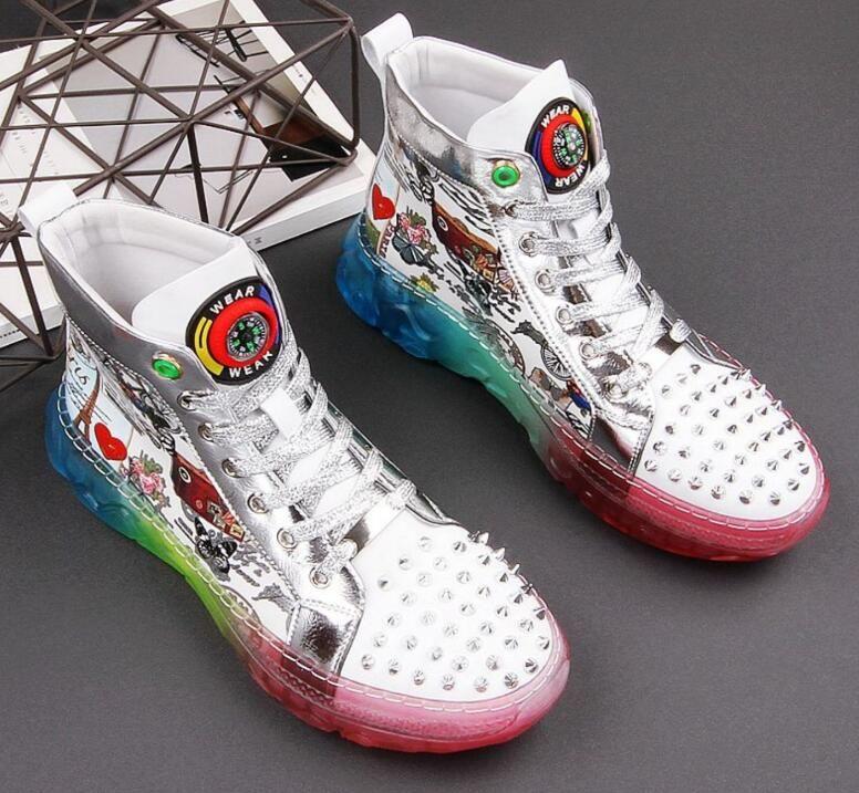 2020 zapatos de diseño de los hombres de tendencias remache hombre plataforma de jalea de graffiti informal en forma de bota de pisos hombre de la roca de los holgazanes de las zapatillas de deporte Zapatos