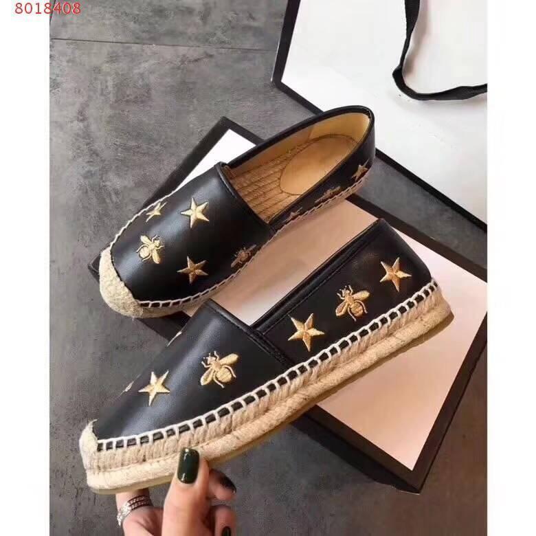 Les nouvelles femmes chaussures de toile d'impression Casual printemps Espadrilles motif abeille Etoiles de haute qualité blanc chaussures noires de marche de la mode Lady mocassins.