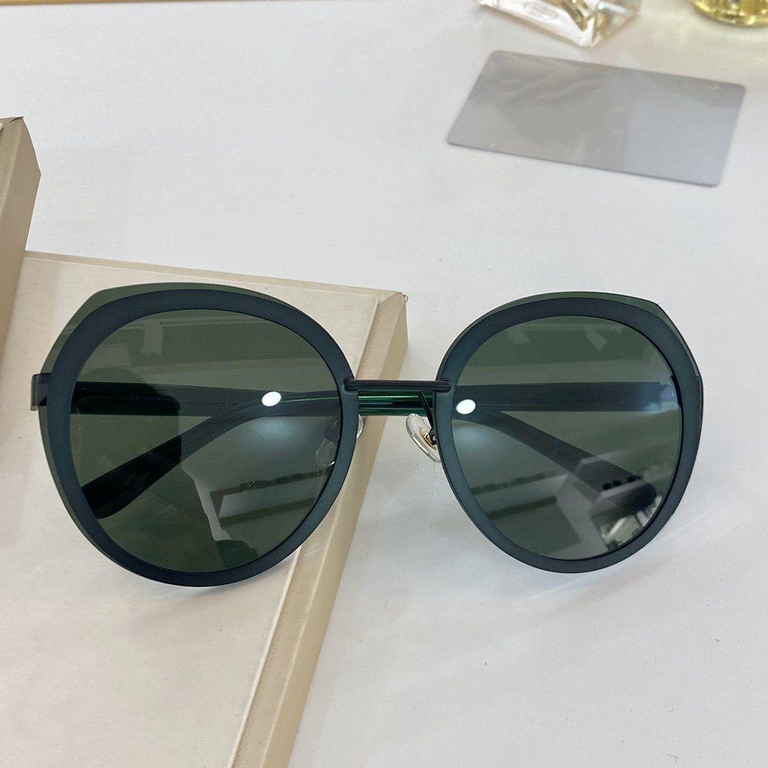 2020 La nueva moda El tipo mariposa vidrios enmarcan alta calidad UV400 clásicas 6 tipos de color La lente de una serie completa de envasado de 8209