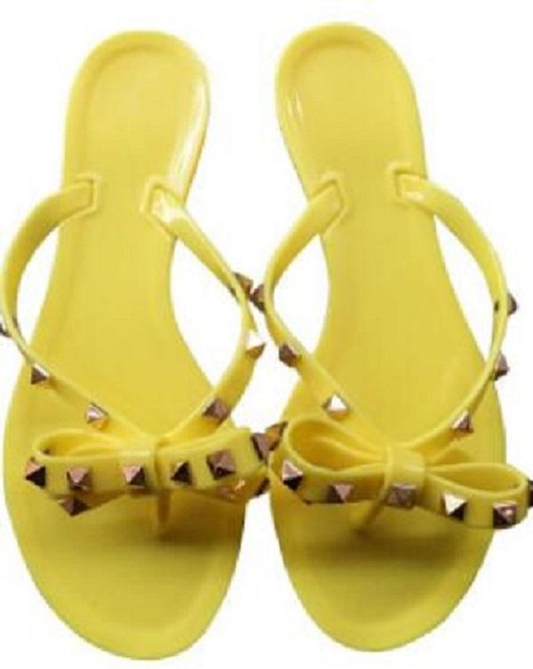 Womens Europa Novo Hot Sale-Moda e os rebites do flip-flop chinelos atacado sapatas da geléia das mulheres de Verão Estados Unidos
