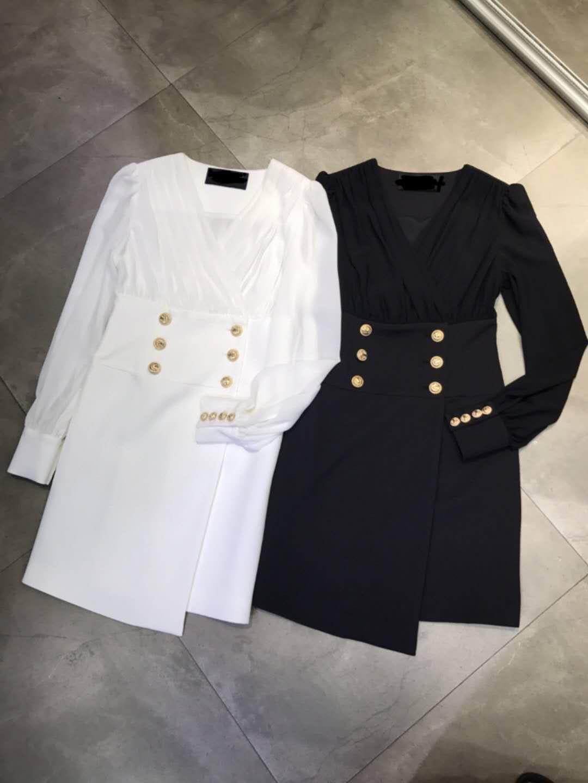 2020 Siyah / Beyaz Aslan Kafası Metal Düğme kadın Elbise Tasarımcısı V Yaka Uzun Kollu Milan Pisti Elbise 2080504