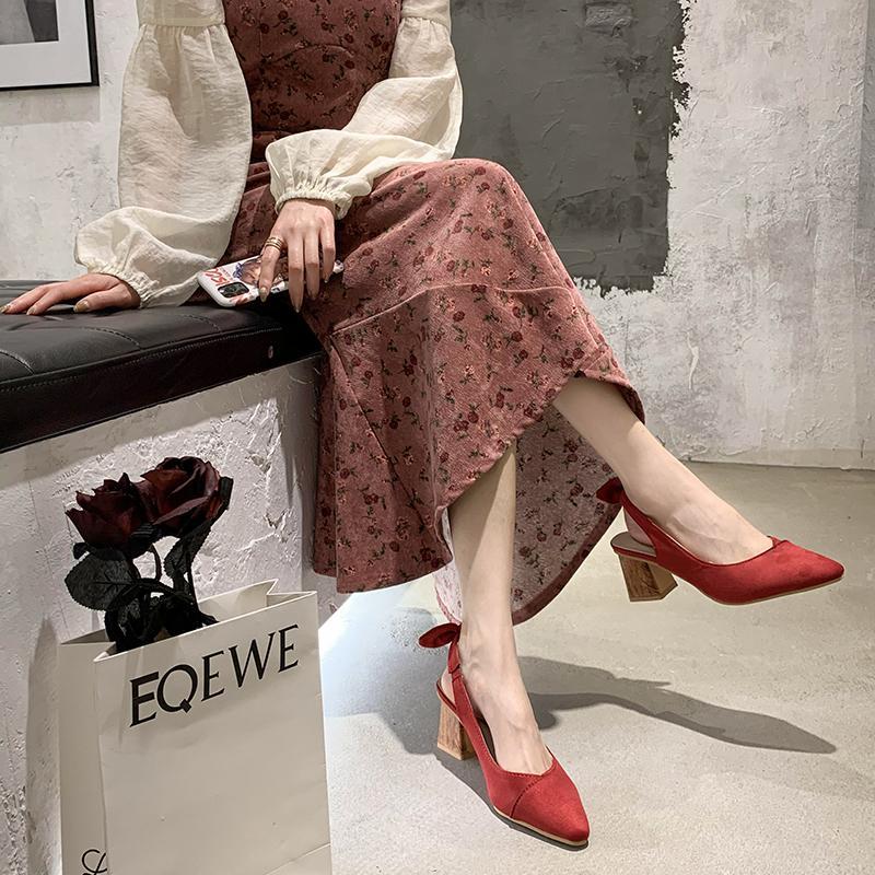 Древесина каблука Женщины Босоножки Обувь Женщины Лук красный Высокий каблук сандалии лето квадратные каблуки Насосы Женские заостренным Босоножки 2020
