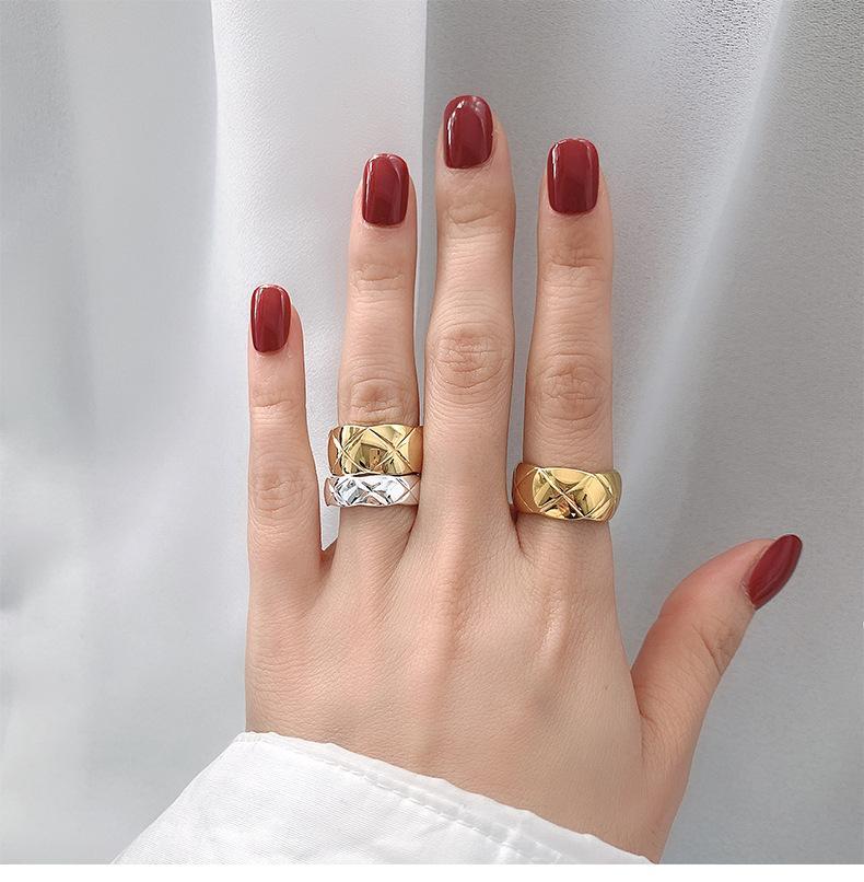 Fashion Designer donna anello in acciaio in titanio ampio e piccolo plaid coppia anello oro argento rosa oro anello dito regalo di gioielli da sposa