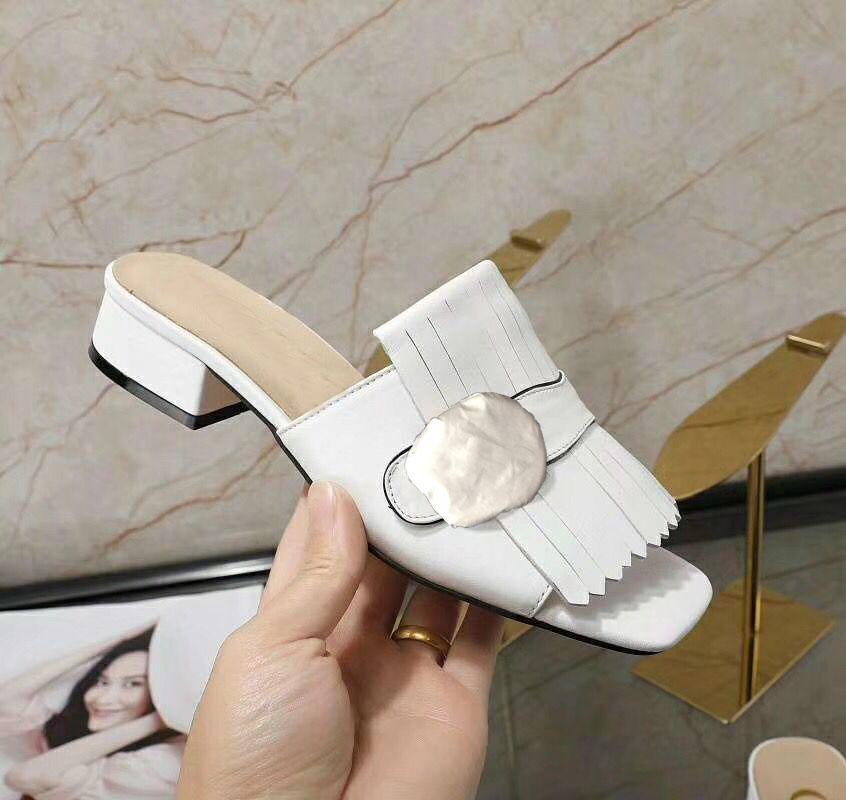 Summer de la nueva zapatillas de playa de las mujeres diseñador de moda Lazy tacón bajo fracasos de lujo de cuero cartas señora de la historieta deslizadores de metal de las señoras