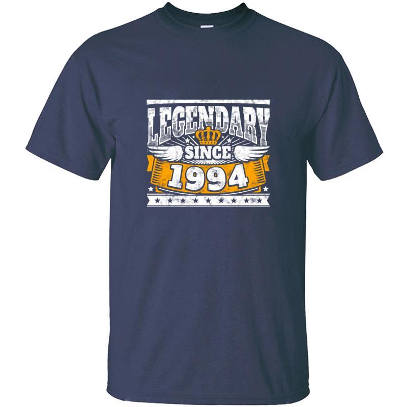 Légende: Design Anniversaire légendaire Depuis 1994 Année de naissance T-shirt unisexe ronde cou Femme impressionnant des hommes et des femmes T-shirts