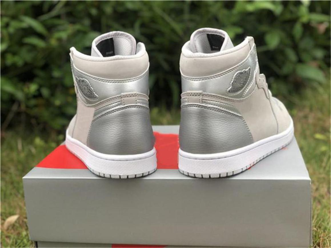 2020 limitata 1 ad alta OG Giappone 2001 2020 CO.JP Uomini scarpe da basket grigio neutro bianco argento metallizzato 1S Calzature sportive autentico con la scatola