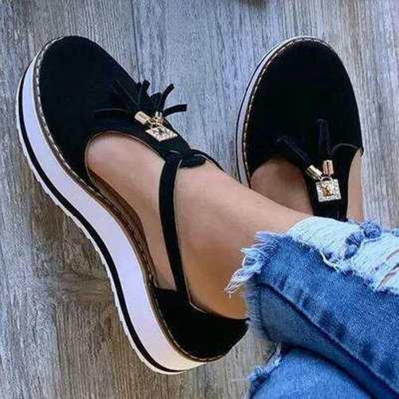 Sandalet Bayanlar Artı boyutu Sandalet Moda Yeni Toka Kayış Katı Fringe Kapak Topuk Düz Platform Topuk Casual Yaz Kadınlar Açık