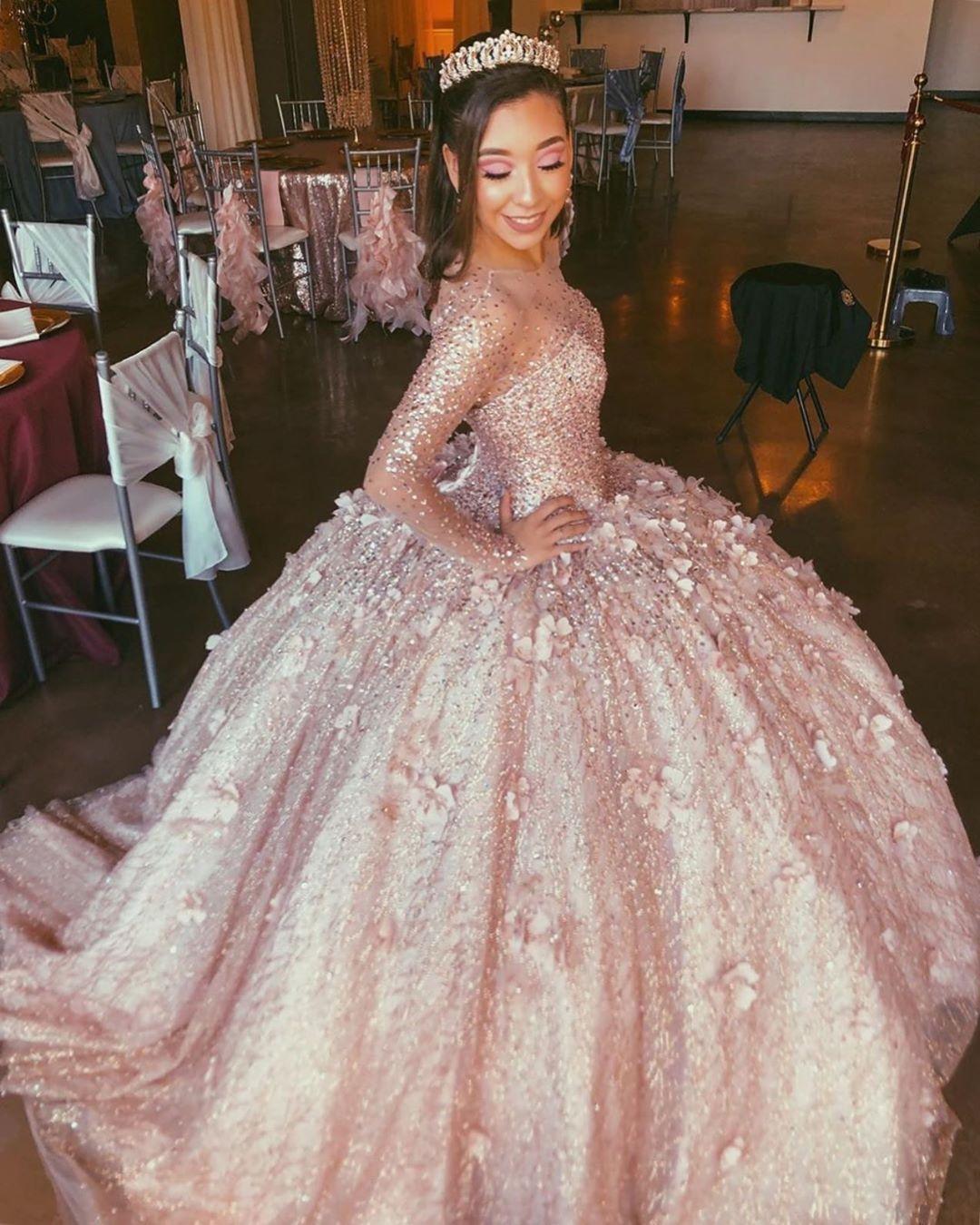 Erstaunlich Rose Gold mit langen Ärmeln 3D Blume Quinceanera Abendkleider Ballkleid wulstige Illusion Abend-formale Kleider Bonbon 16 Vestidos De-Kleid