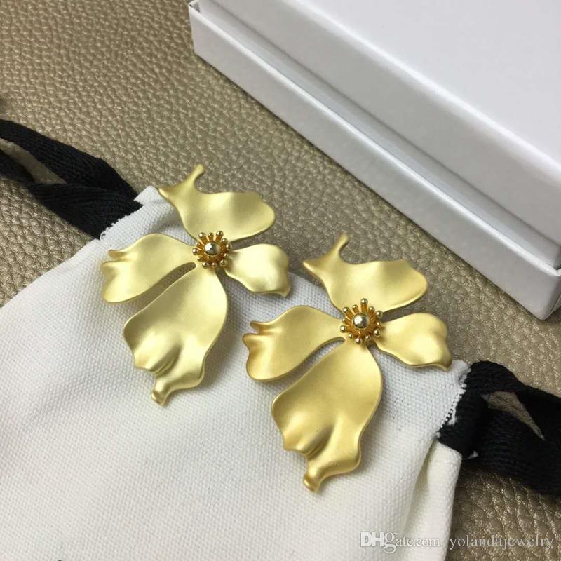 Boucles d'oreilles femmes élégantes de haute qualité plaqué or jaune fleur boucles d'oreilles pour les filles pour femmes de soirée de mariage de Nice cadeau
