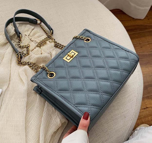 Sacs New Designer Arrivée Femmes 2020 Sacs populaires Mode Petit parfum de style épaule Messenger diamant sac chaîne