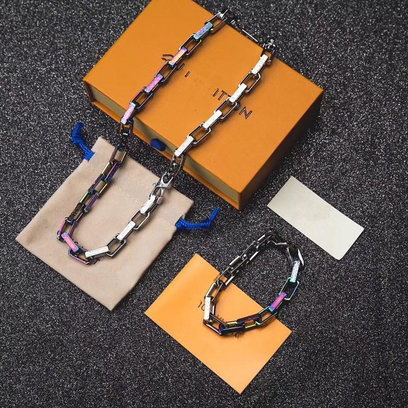 Nouveau lancé dans Collier de luxe Bracelet Designer à la mode Coloré Coloré Chaîne Collier Logo Lettres pour hommes et femmes Festival Cadeaux