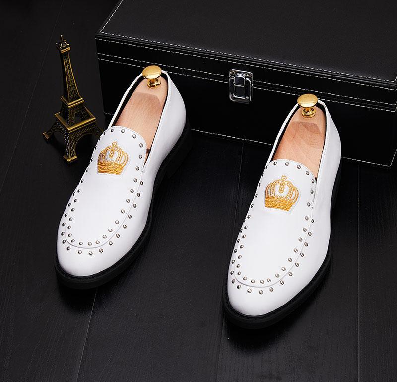mens del cuero genuino zapatos oxfords de los hombres del bordado del zapato de vestir de negocios de la corona para los hombres negros del novio zapatos de fiesta zapatos blancos de la boda
