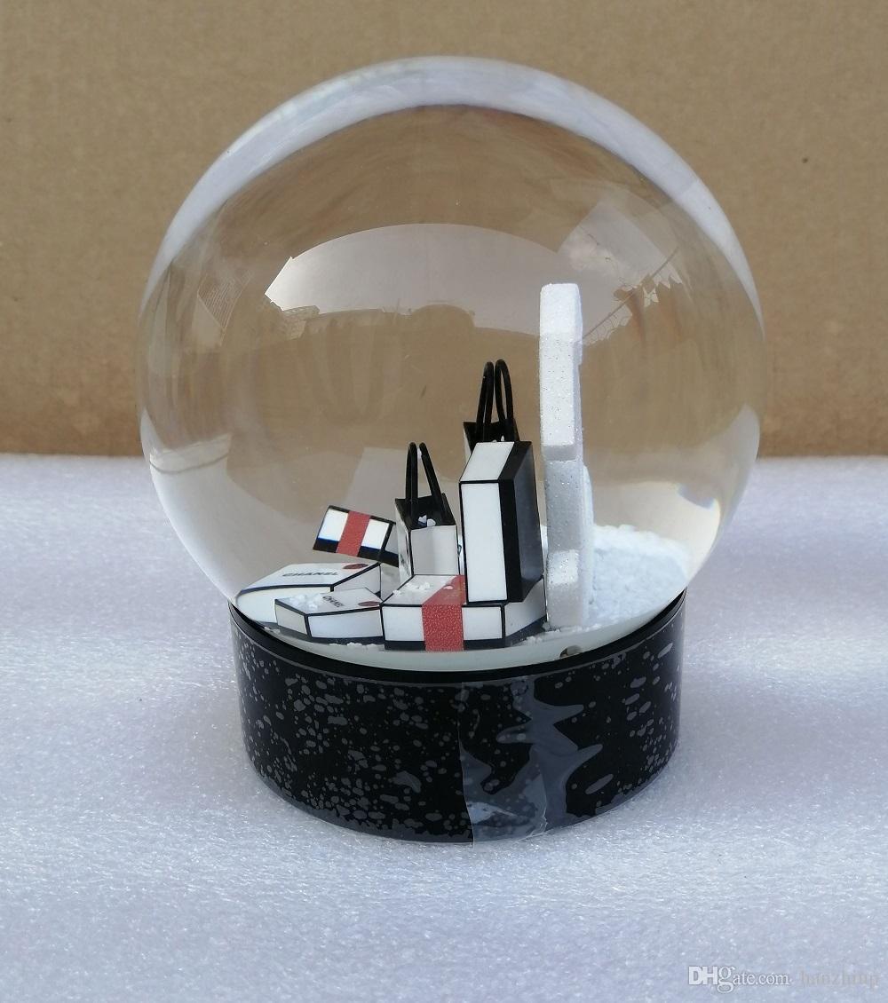 2020 Nouveau C cadeau de Noël Snow Globe C Lettres Classiques Boule de cristal avec boîte-cadeau limitée cadeau pour le client VIP