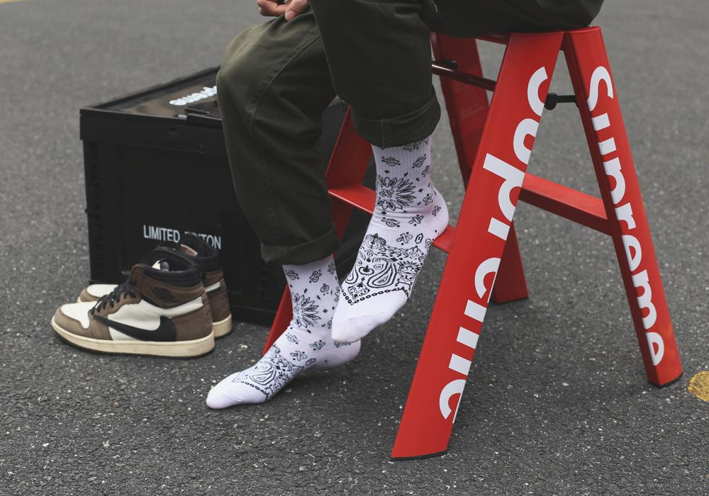 Sneakers Socks Fashion Cotton Breathable Black White Sports Mens Womens Outdoor Running Socks Street Rap Hip Hop West Coast Cashew Flower