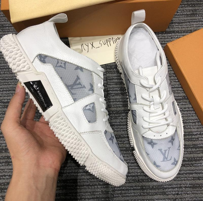 Mode tendance cuir des années 2020 lettre transparentes chaussures casual bas-top des hommes, des chaussures de sport sauvages de mode de haute qualité, la boîte d'origine del