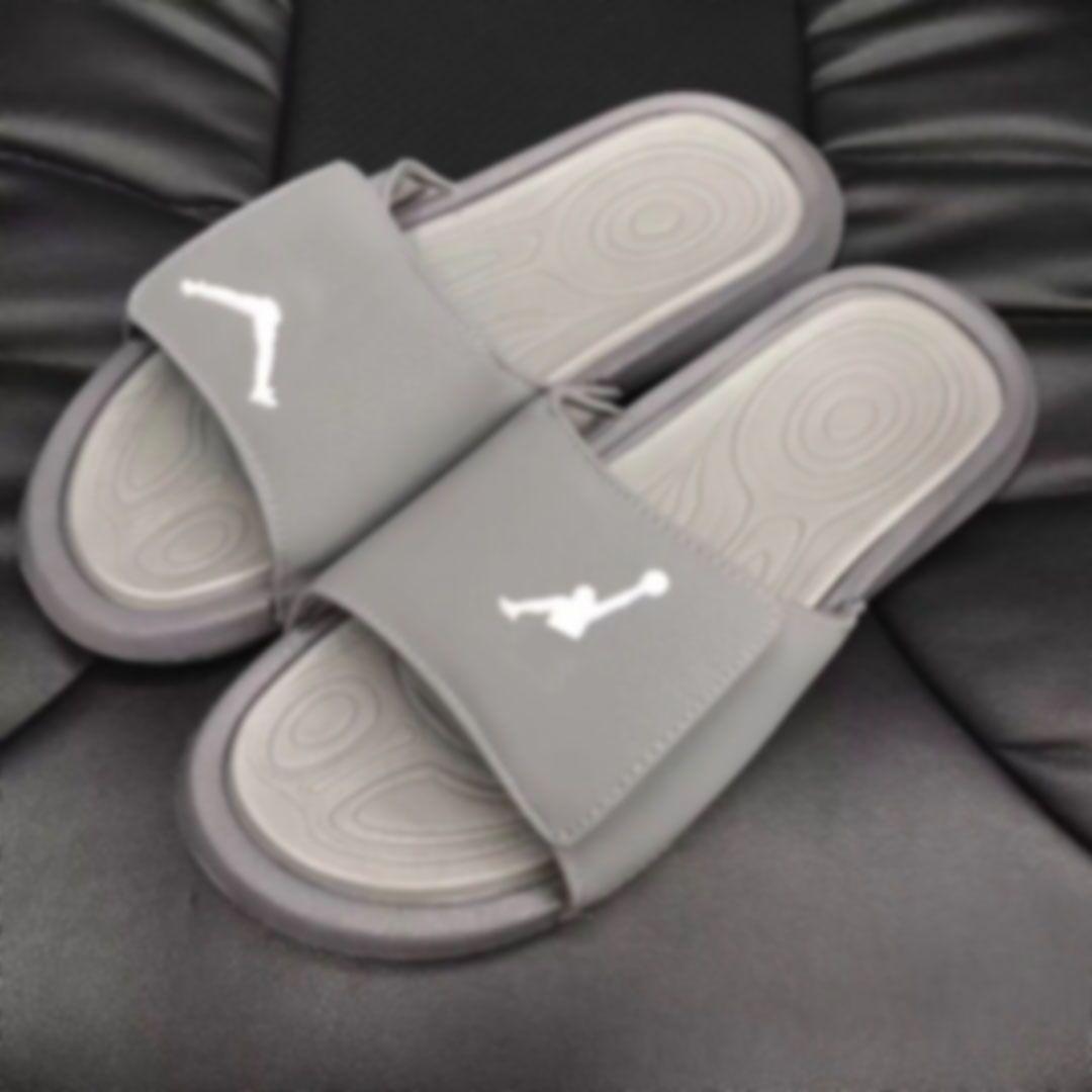 2020 nouveaux hommes Designer Lames de luxe Slipper Sport Marque Basketball Sneaker Flip Flops 23 Outdoor 20071402X