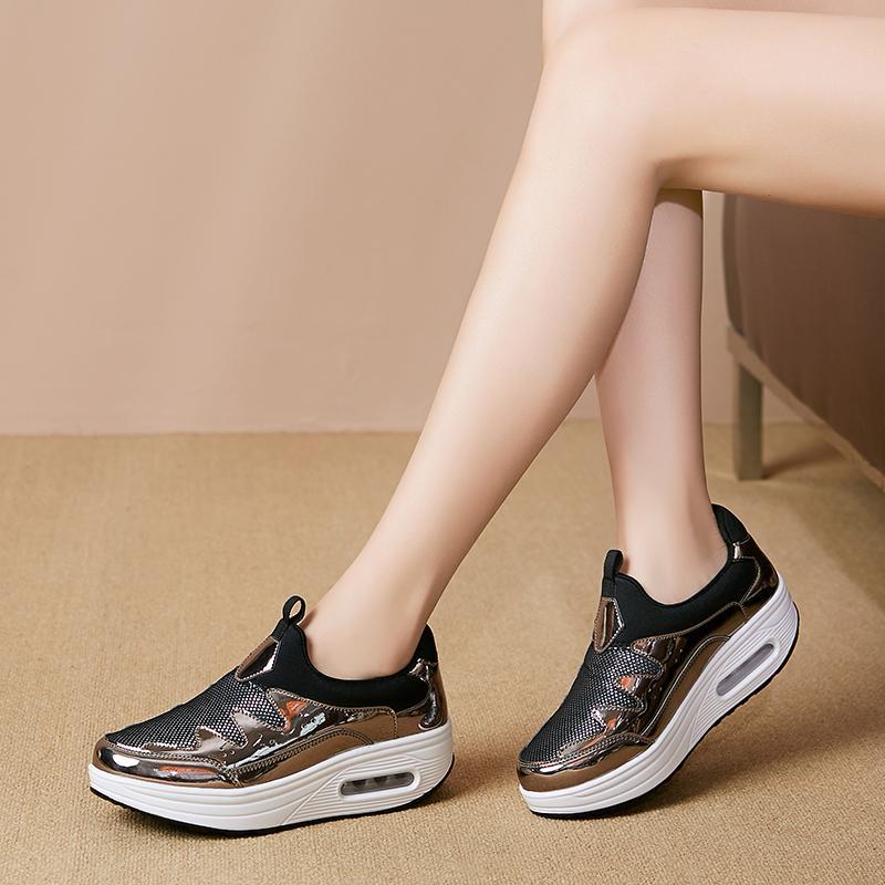 Femmes Chaussures de marche 4.5cm hauteur croissante Ladies Tendance Argent Stylish Girls Chaussures de sport Slip-On Lazy Femme populaire