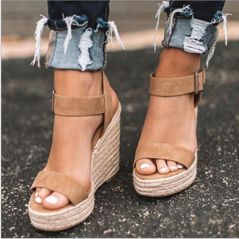 sandali di estate delle donne nuovi sandali delle donne grande macchia dimensioni fibbia cuneo cintura europea americani open toe tacco alto scarpe da donna CX200715