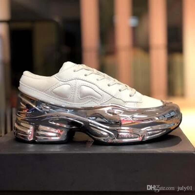 Sneaekers Raf Simons Крупногабаритные Sneaker Ozweego женщин обуви мужчин повседневная обувь в эффект Silver Metallic Единственного Sport Trainer QQ4