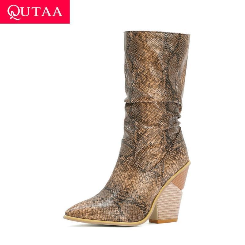 Kadın Ayakkabı Boyutu 34-43 üzerinde QUTAA 2021 Sivri Burun Yılan derisi PU Deri Orta Buzağı Kadınlar Boots Sonbahar Kış Kare Yüksek topuk Kayma