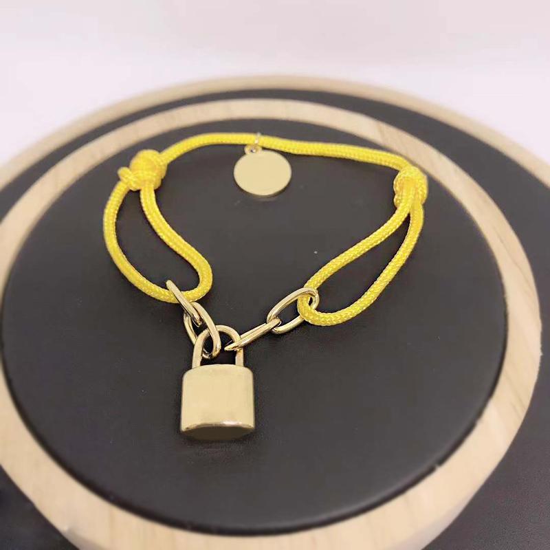 Novo designer de jóias de luxo mulheres pulseira de aço fita de bloqueio fivela rendas inoxidável até pulseira tamanho ajustável populares cadeia multicolor