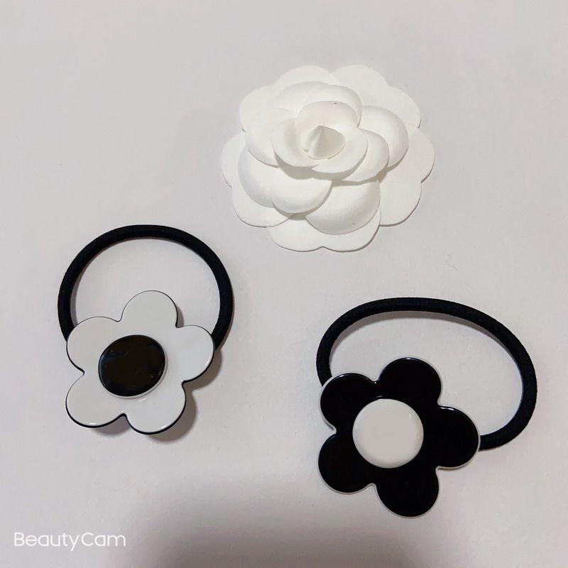 Schwarzweiß-Acryl-Blume Gummiband C-Stil-Haar-Ring-Haarseil für Damen-Sammlung Luxus-Design-Artikel Kopfschmuck VIP-Geschenk